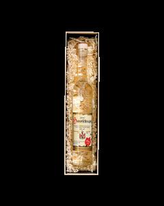 Nr. 10 - Eine Klasse für sich Geschenkpaket von Prinz mit einer 0,5-Liter-Flasche Hausschnaps Marille verpackt in schöner Geschenkschachtel.