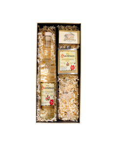 Nr. 23 - Der kleine Prinz Geschenkpaket von Prinz mit einer 0,5-Liter-Flasche Hausschnaps Marille, einem Glas in Schnaps eingelegter Marillen und einem Schnapskelch verpackt in schöner Geschenkschachtel.