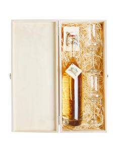 Nr. 02 - Edle Marille Geschenkpaket von Prinz mit einer 0,5-Liter-Flasche Alte Marille und zwei Schnapskelchen in edler Holzkiste verpackt.