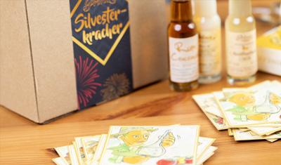 Prinz Silvesterkracher Box mit 22 Miniaturen und einem wunderschön illustrierten Kartenspiel