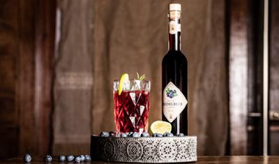 Cocktail Wilde Hilde mit Wild Heidelbeer Likör von Prinz