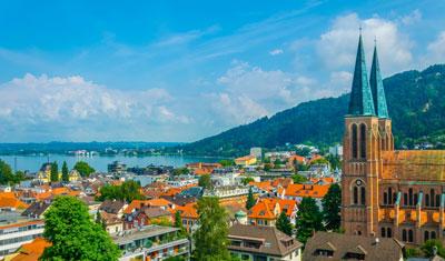 Blick über die Altstadt von Bregenz auf den Bodensee